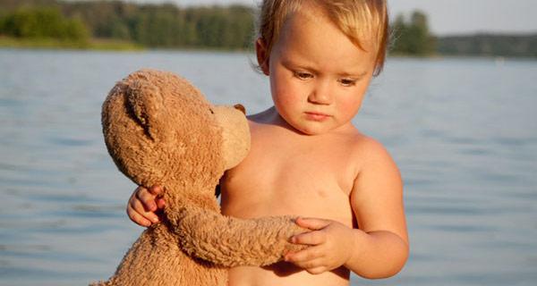 """Hanna and her teddy bear """"Mischa"""""""