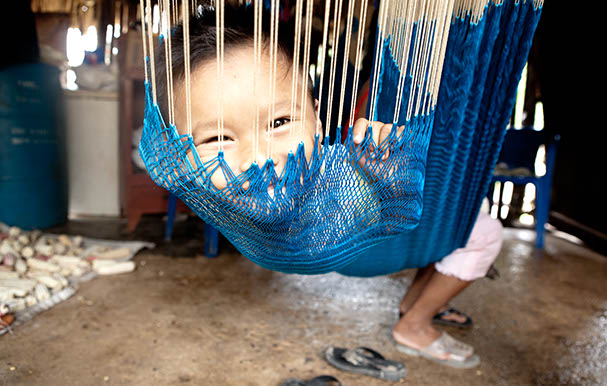 Mexico (Yucatan), San-Angel: Mayan boy in a hammock; Photo: Anna Alboth