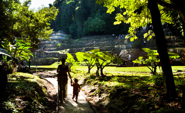 Mexico  (Chiapas): Anna and Hanna at the Maya Ruins in Palenque; Photo: Thomas Alboth