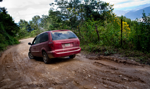 Guatemala: No paved road for days, Photo: Thomas Alboth