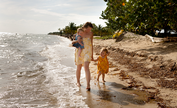 Placencia (Belize): Girls on the morning walk.