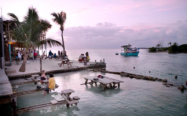 Belize: Island Caye Caulker in the evening, Photo: Thomas Alboth