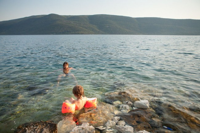 Bosnia: Bathing behind the tunnel in Neum; Photo: Anna Alboth