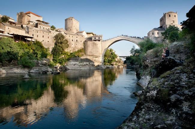 Mostar (Bosnia):  The old brigde (Stari most) over the Neretva river; Photo: Thomas Alboth