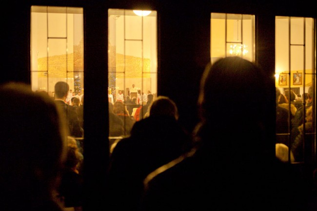 If you are too late you have to wait in outside of the church - Warsaw (Poland): Christmas; Photo: Thomas Alboth