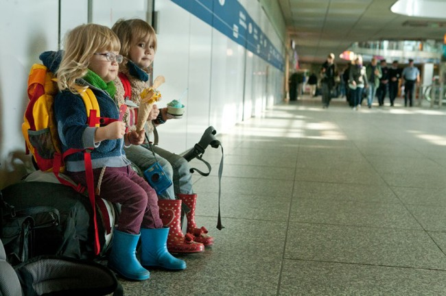Berlin Ostbahnhof (Germany): Our kids waiting for the train; Photo: Anna Alboth
