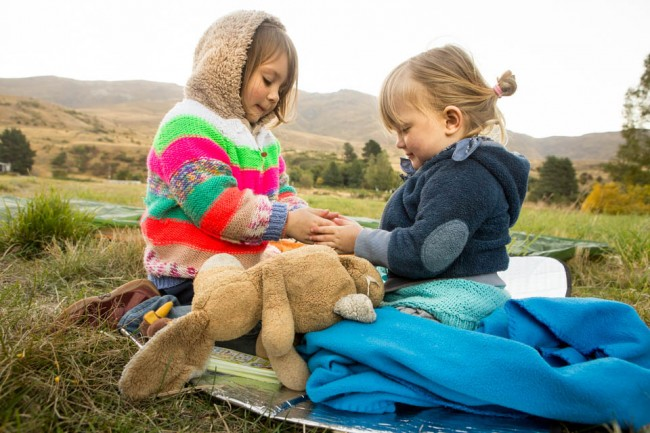 Sisters in New Zealand (The Family Without Borders)
