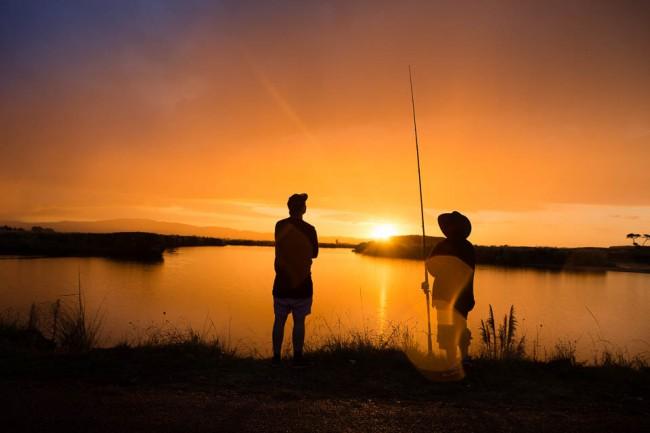 11-New-Zealand-Postcards-Fishing-Maketu