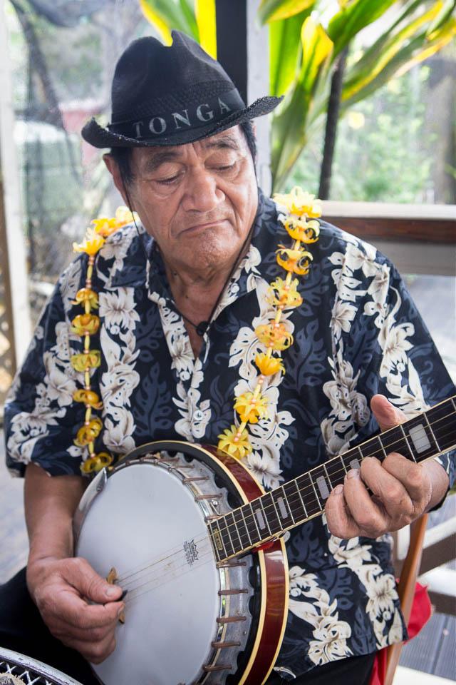 Tongatapu (Tonga): A musician; Photo: Thomas Alboth