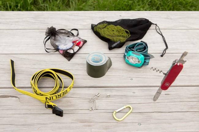 Outdoor-Camping-Packliste mit Kindern / Familie: Kleine nützliche Dinge - Messer, Lampe