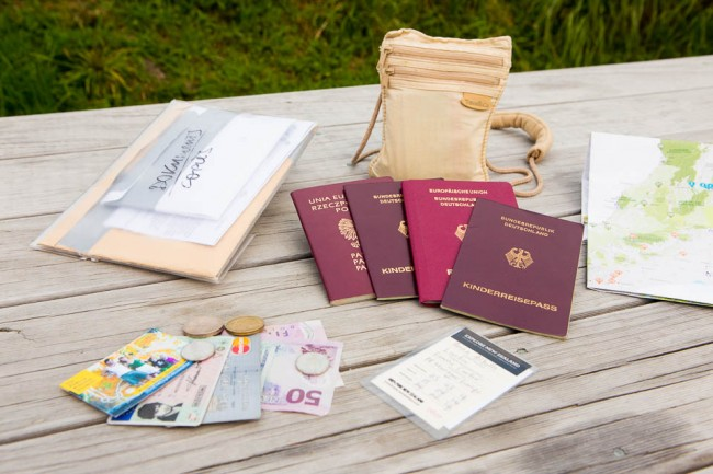 Packliste für Familien-Trip: Dokumente, Papiere, Pass, Visum, Kinder-Ausweis