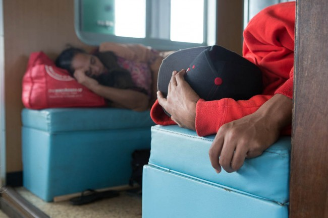 Sleeping and waiting is a big thing in Tonga; Photo: Thomas Alboth