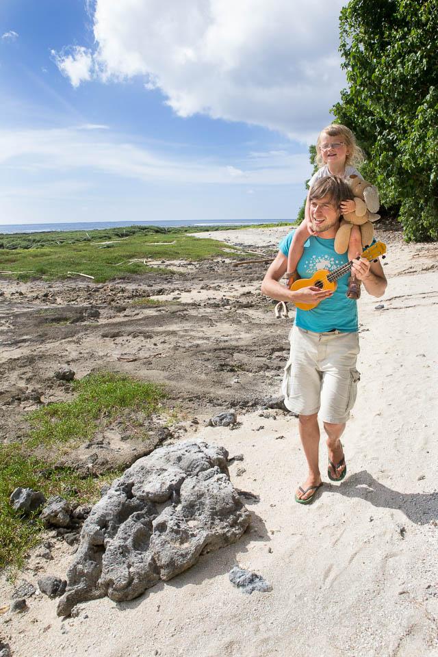 Eua (Tonga): Walking on the seaside; Photo: Thomas Alboth