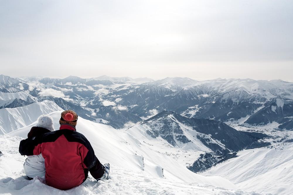 panorama heli ski with Winter Skiing In Caucasus Georgia Gudauri 2015 02 24 on Heli Sollen Zaehne Erhalten art9641 264592 additionally Revelstoke together with Sunshine also Panorama further Teton Mountain Lodge Spa.